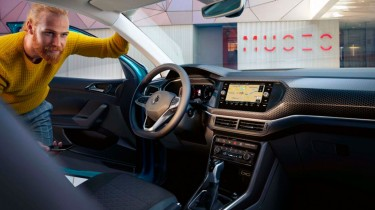 Volkswagen T-Cross interior cabina